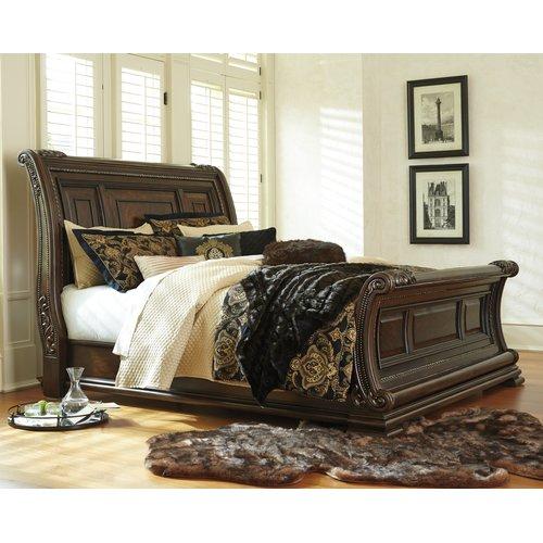 Деревянная кровать Queen Valraven Ashley B780-74-77-96